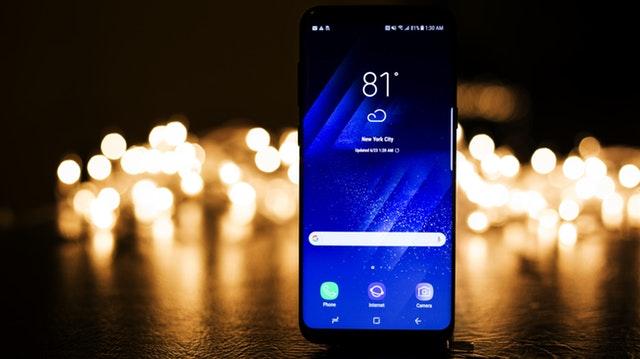 SAMSUNG'dan S8 Geliyor